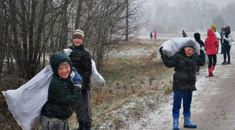Lietus un sniegs netraucēja paveikt Lielajā talkā iecerēto