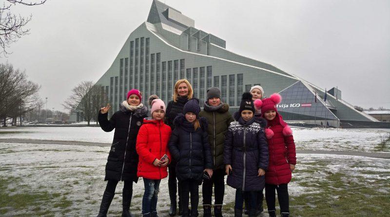 Naujenes tautas bibliotēkas mazie lasītāji apmeklēja Latvijas Nacionālo bibliotēku