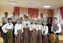 """Naujenes pamatskolas folkloras kopa """"Mazā Rūžeņa"""" dzied Krāslavā"""